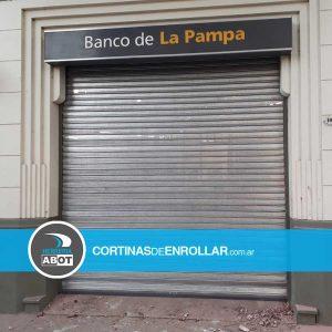 Cortina Galvanizada Microperforada en Banco de la Pampa - Santa Rosa - Cortinas de Enrollar - Herrería Abot