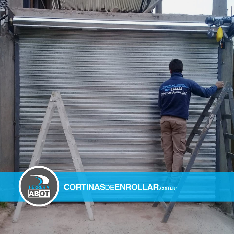 Cortina Galvanizada Ciega en Centenario - Neuquén - Cortinas de Enrollar - Herrería Abot